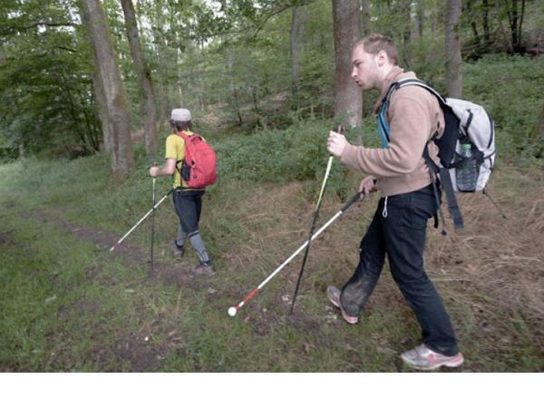 App領路,法國視障者挑戰登山成功
