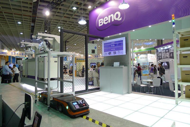BenQ於台灣機器人與智慧自動化展提供工業4.0解決方案  動態雙向無軌式無人搬運車、移動式機器手臂整合平台吸睛