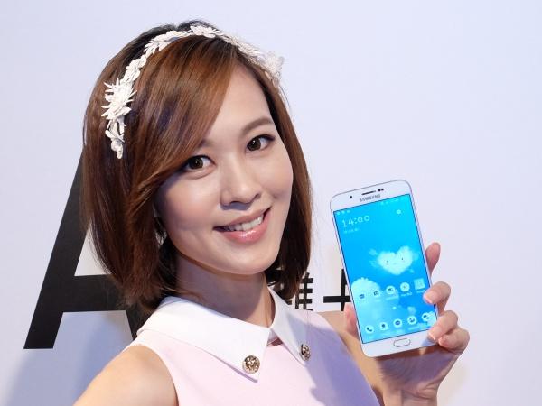 三星 5.7 吋 Galaxy A8 超薄中階旗艦機上市,售價 14,900 元