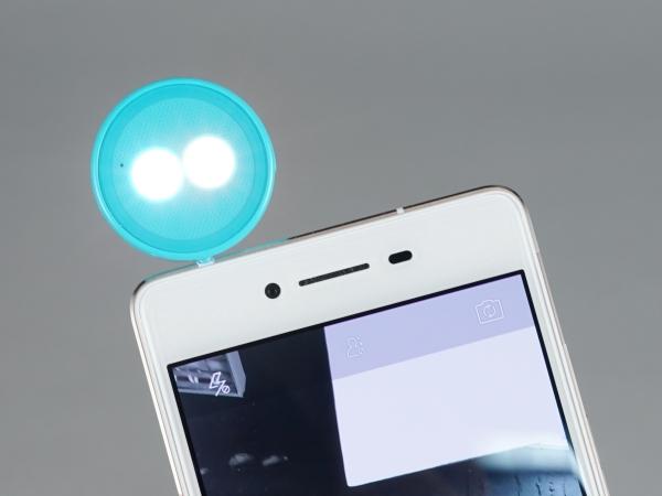手機補光超簡單!ASUS Lolliflash 雙色溫自拍神燈邊玩邊測