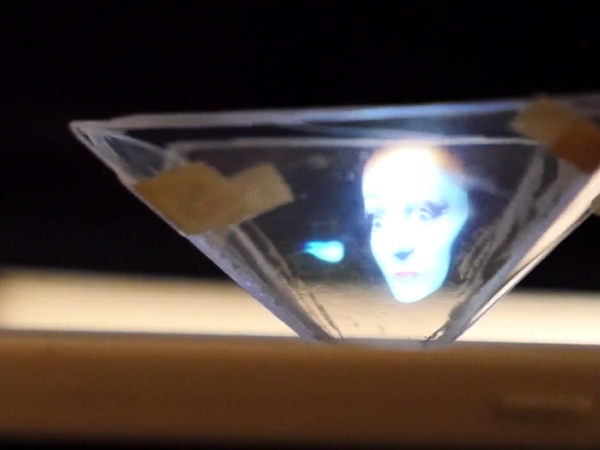 只要一個不要的CD空盒,你就能自製這個3D立體顯示器