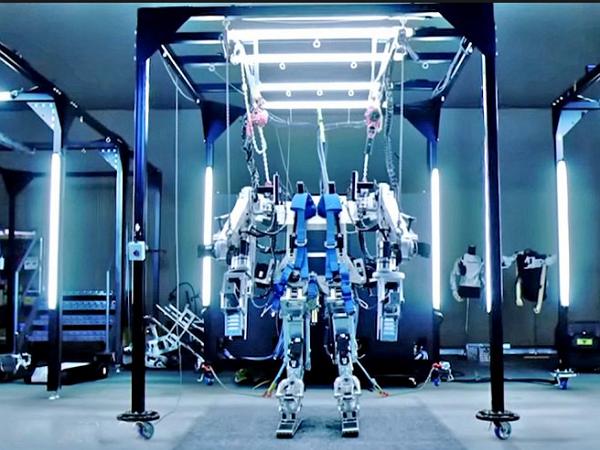 36年後,《異形》電影裡的外骨骼機器人Power Loader終於成真
