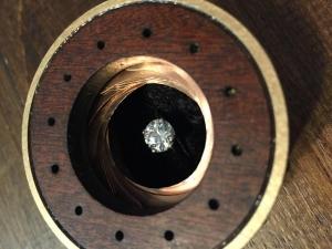 想要打動攝影師女友,他設計了這個求婚必勝珠寶盒