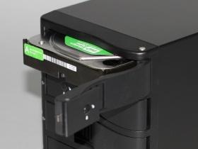嘴大吃四顆,CyberSLIM S84ES外接盒