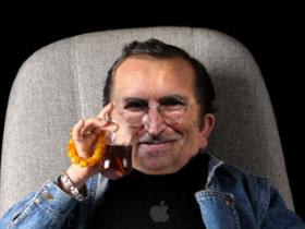原來 Steve Jobs 的Email都是 迷你賈 回的