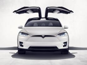 Tesla 發表電動 SUV「Model X」0-100km 加速僅需 3.2 秒