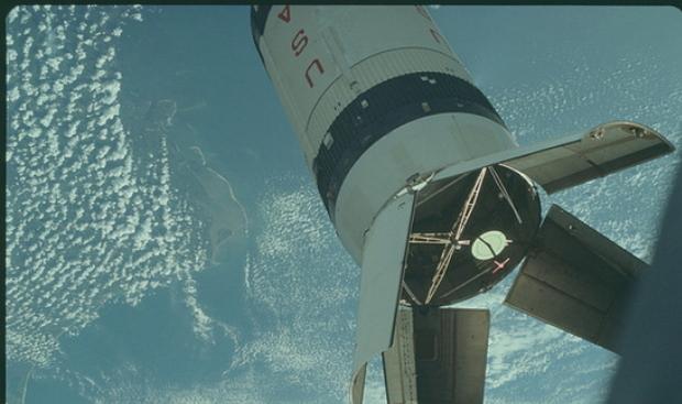 帶你去月球!NASA在Flickr平台上傳8400張1800dpi的登月檔案照片
