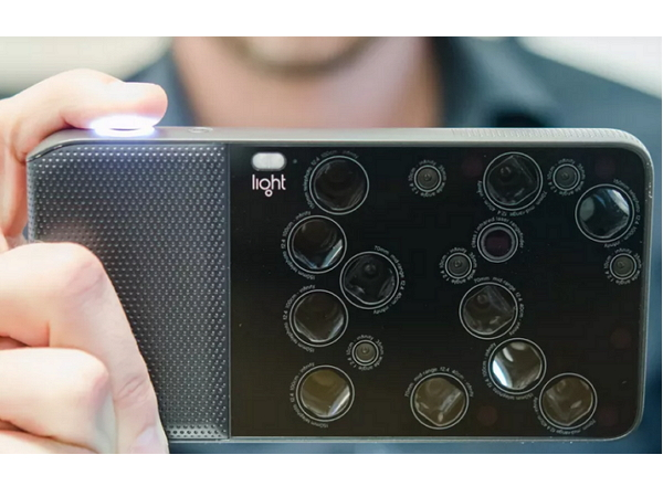 L16 相機:把 16 個鏡頭塞到一個手機大小的相機裡