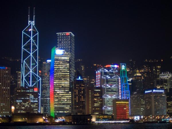 香港IT員工調查報告:超時工作問題嚴重,30%工作者月薪平均達3~5萬港幣