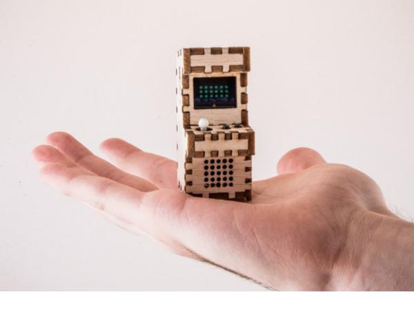 自己DIY!花十分鐘可裝好這個巴掌大、真的可玩的Tiny Arcade電玩機台