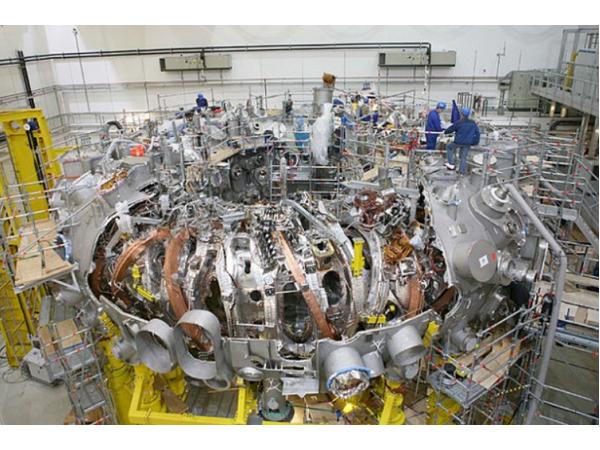醞釀了 19 個年頭,全球最大仿星器核融合反應爐即將上線!