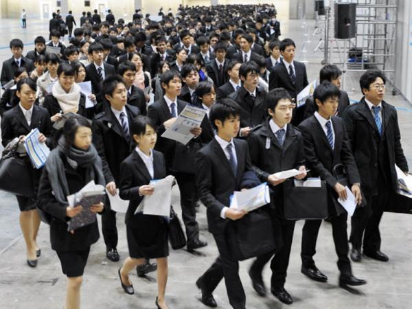 日本政府不要員工當拚命三郎,獎勵企業實施彈性工作制度