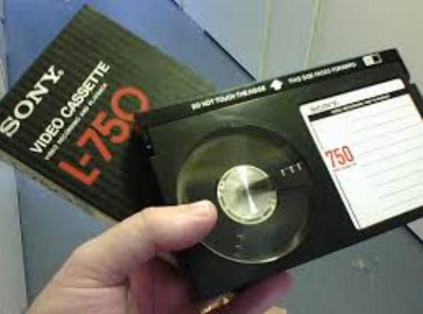 原來,一直到現在Sony都還有生產 Betamax (不過這次它真的要消失了)
