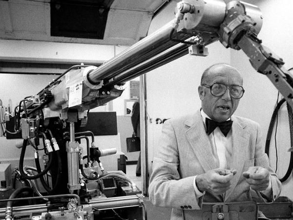 他打造了史上第一台工業機器人:「機器人之父」恩格伯格