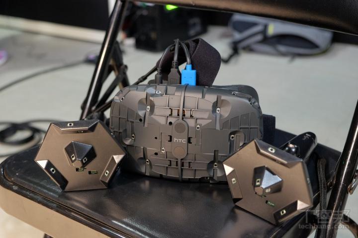 HTC Vive 虛擬實境現場體驗:硬體裝置、如何配戴,現在你也能親自來玩!