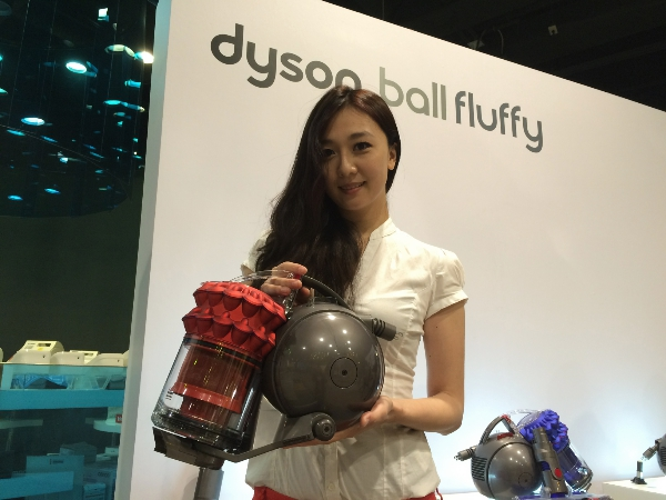 Dyson推出旗艦機皇Dyson Ball Fluffy雙層氣旋吸塵器,有效解決灰塵問題,售價29,500元起