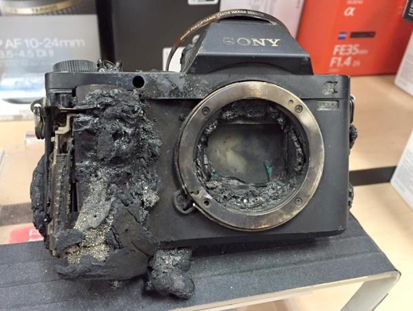 Sony A7 的悲慘遭遇,防塵防滴機身掉到火山岩漿裡還是沒用
