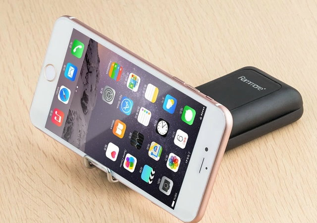 手機多功能底座RamMore X,一次搞定儲存、電力、傳輸線等擴充需求