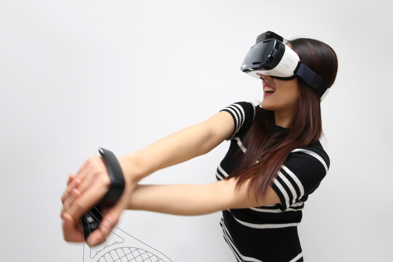 [CES新品]三星 C-Lab 推出智慧皮帶、VR 手部控制器、通話腕帶