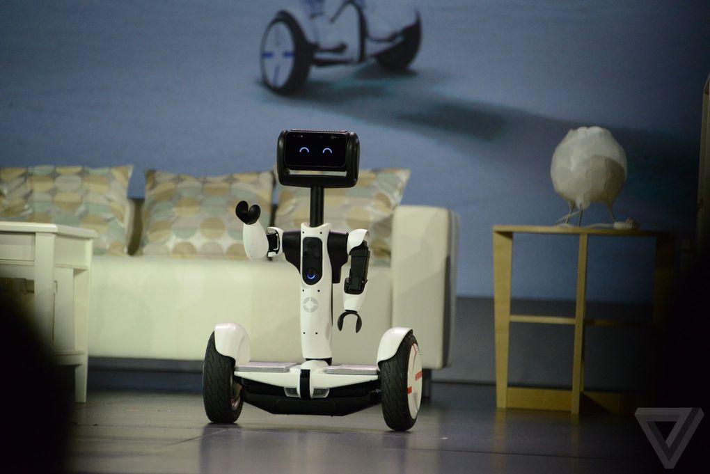 Intel VS. 小米九號平衡車,跨界推出 Hoverbutlerbot 可愛機器人