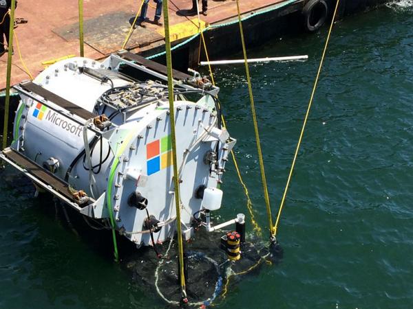 微軟的神祕「Leona Philpot計畫」:把伺服器變成潛水艇放到水底下!
