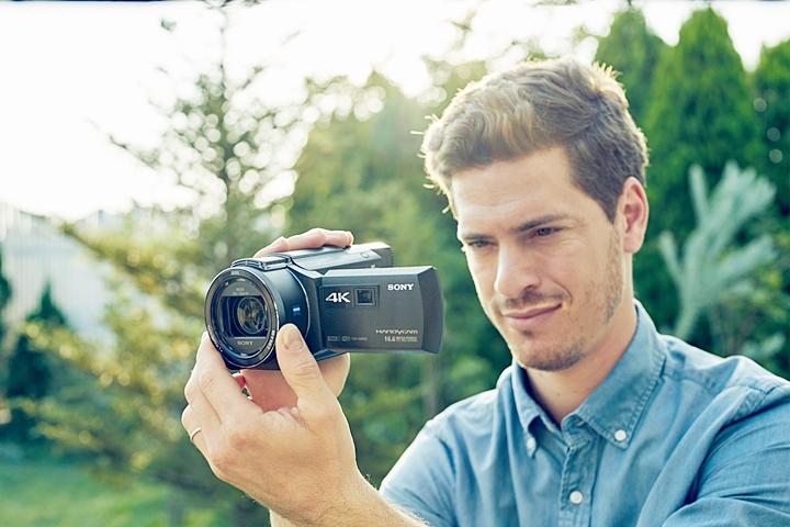 Sony 4K 輕巧 Handycam FDR-AXP55、AX40 上市,內建投影機還可即時分享