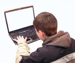 小朋友上課不再偷玩GAME BOY,而是偷玩臉書?