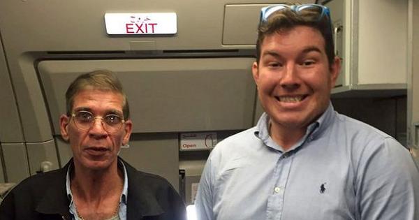 玩很大!埃及航空遭人用「詐彈」劫持,竟然有乘客與劫機者玩自拍