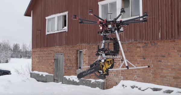 他們覺得只會拍影片的無人機太無趣,於是改造成空中飛行電鋸