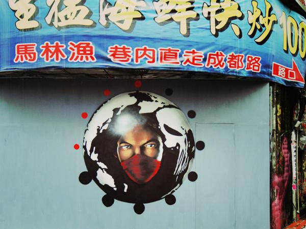這個在西門町的夜魔俠主題塗鴉,竟然是出自英國街頭藝術家INSA之手!