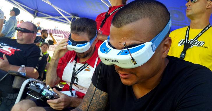 這是在加州的 Maker Faire 2016大會上,無人機的競速以及格鬥大賽
