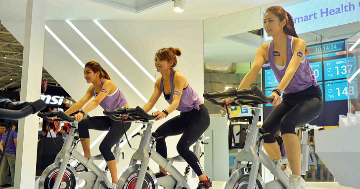 BenQ 在 Computex 開了間飛輪健身中心:FitHRight團體健身智慧方案