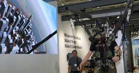 Cooler Master用最土砲而直接的方式,把人吊起來VR體驗高空跳傘是什麼感覺