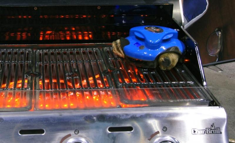 戶外吃完烤肉不用這麼累,Grillbot 烤盤清潔小小兵