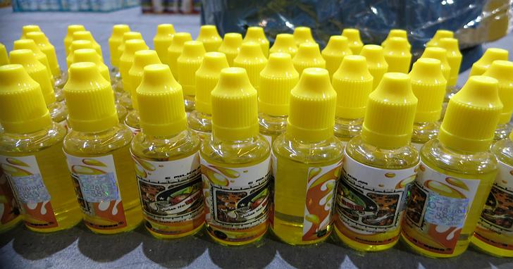 台北關公布,去年違法輸入電子煙液查獲共計16,614瓶、電子煙零配件2,990支