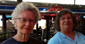 80 歲老奶奶不聽廣播不養貓,玩《上古卷軸》開直播