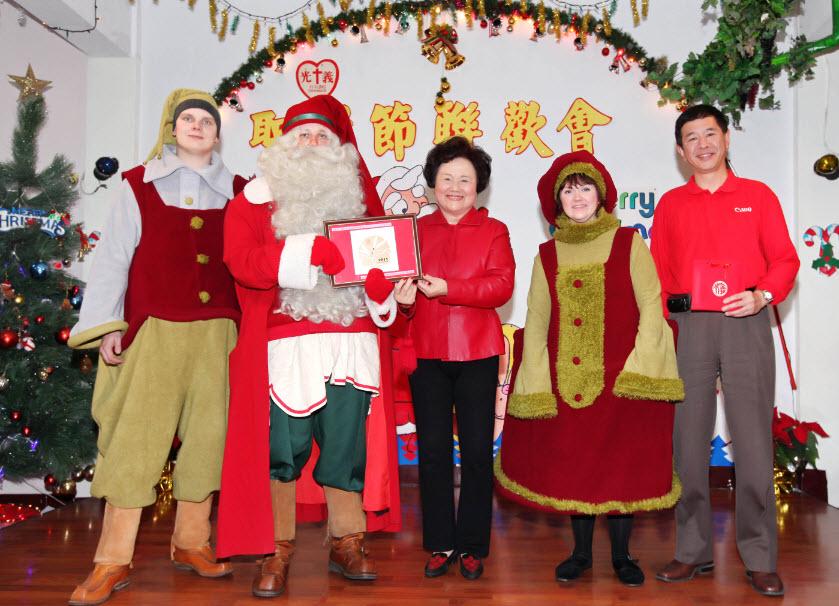 芬蘭聖誕老公公來台 與Canon前進育幼院關懷弱勢