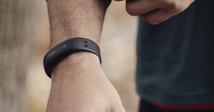 HTC 智慧手環 UA Band 終於上市,售價 5,990 元可測心跳還支援心率帶