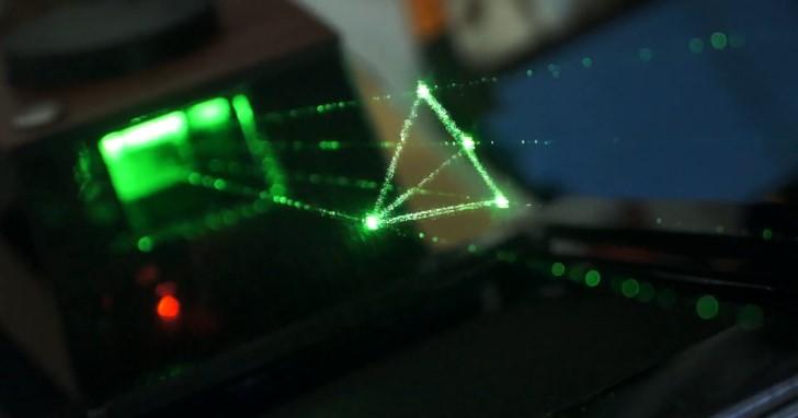 Holovect類全像投影機,利用雷射產生立體全像動畫