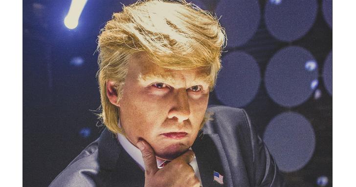 川普當選後這部電影又紅了!由強尼戴普主演川普的惡搞電影《交易的藝術》