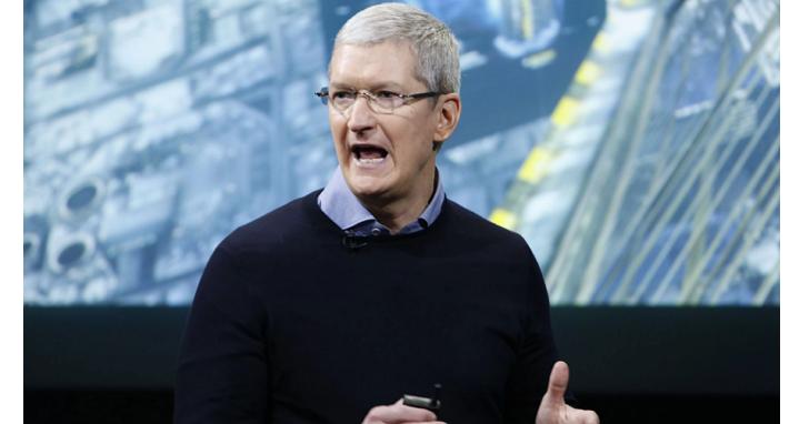 面對要他們把工廠搬回美國、聲稱抵制蘋果產品的那個川普,庫克呼籲員工消除負面情緒