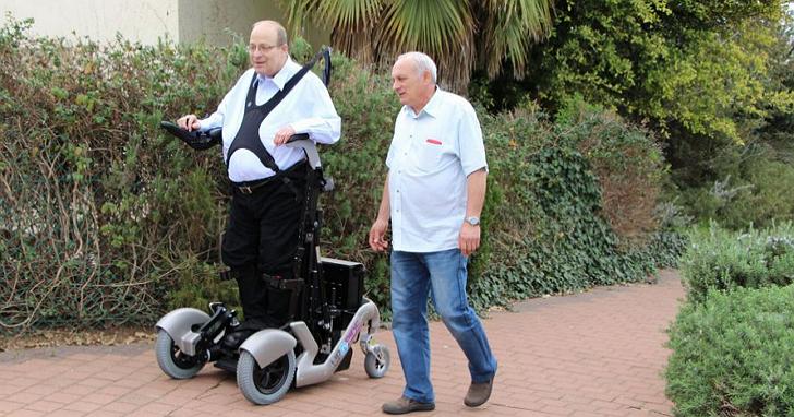 按一下按鈕就能讓癱瘓的人站起來行走?這家以色列的公司真的做到了