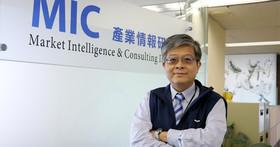 ✰ 第9屆科技趨勢金獎 名人看趨勢 ✰ 2017年台灣科技產業的10個關鍵字 - 資策會產業情報研究所資深產業顧問兼所長 詹文男所長