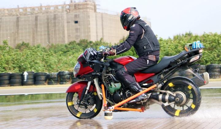 你有過騎車「犁田」的經驗嗎?很可能是因為你的機車沒有安裝 ABS 系統