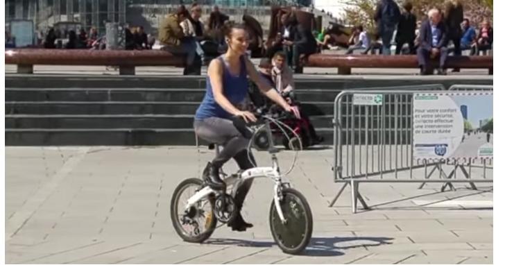 法國廠商推出太陽能自行車前輪,讓普通單車變身電動自行車、內建太陽能免加掛電池