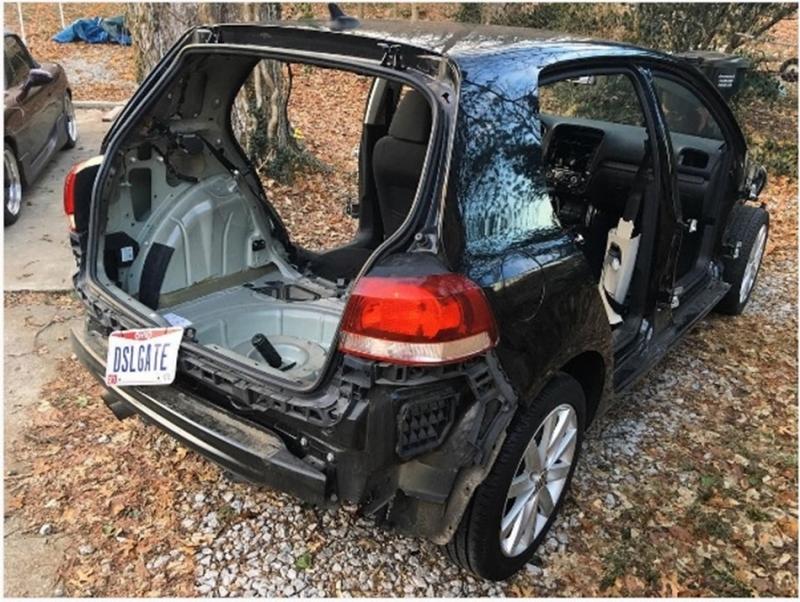 VW柴油門事件美國提供原廠購回善後方案,最狂車主竟「剝光」自己的 Golf TDI看他們買不買單