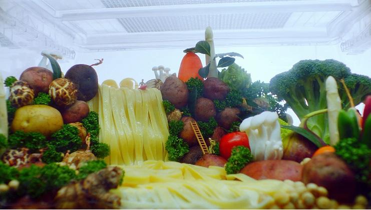 花椰菜神木、義大利麵瀑布、培根山脈,LG 冰箱搖身一變藝術造景創作空間!