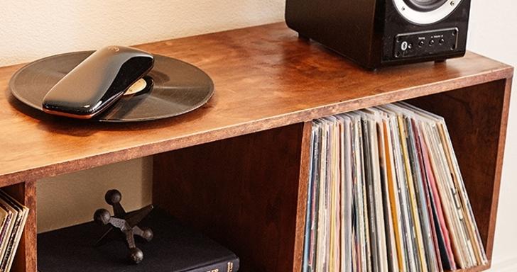 顛覆傳統的Love黑膠唱機,使用時唱片不轉機器轉