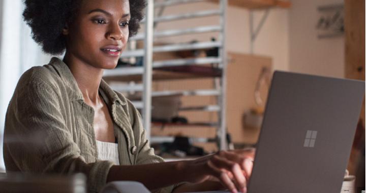 左打蘋果右攻Google!微軟發表全新Surface筆電Surface Laptop