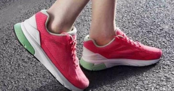 小米攜手英特爾發表智慧運動鞋,傳統鞋商不怕:先把鞋做好才有智慧!